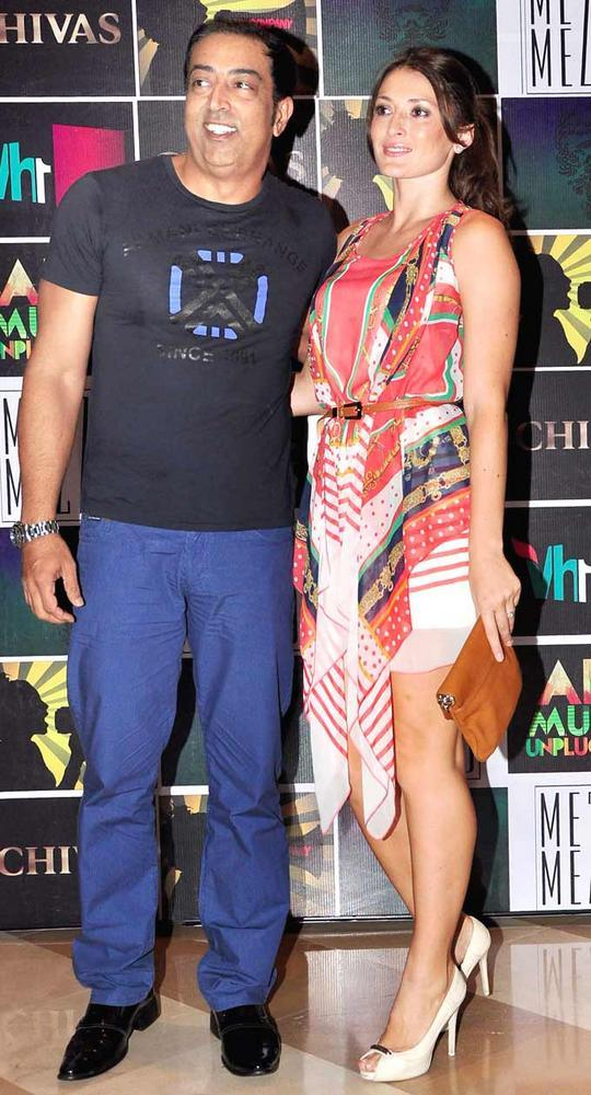 Vindoo Dara Singh With His Wife Dina at Chivas Art And Music Unplugged Event