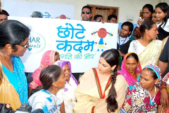 Vidya Balan Unveiled Hair Oil Major Nihar Naturals Chhotte Kadam Pragati Ki Aur Campaign
