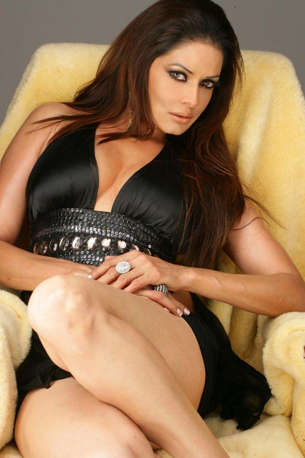 Poonam Jhawar Exposing Her Sexy Thunder Things