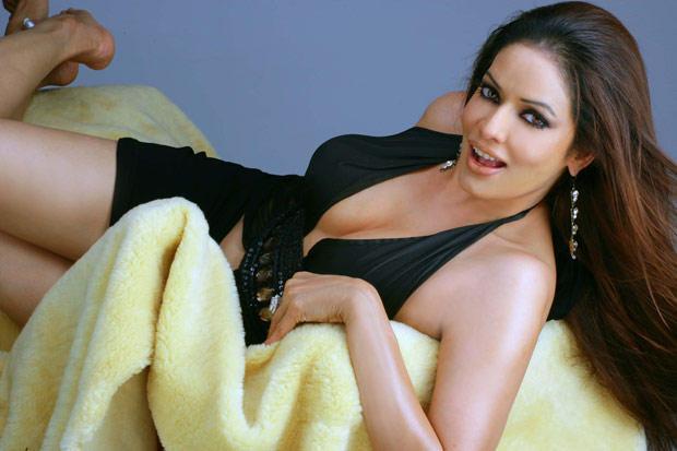 Poonam Jhawar Glamour Pose Photo Shoot