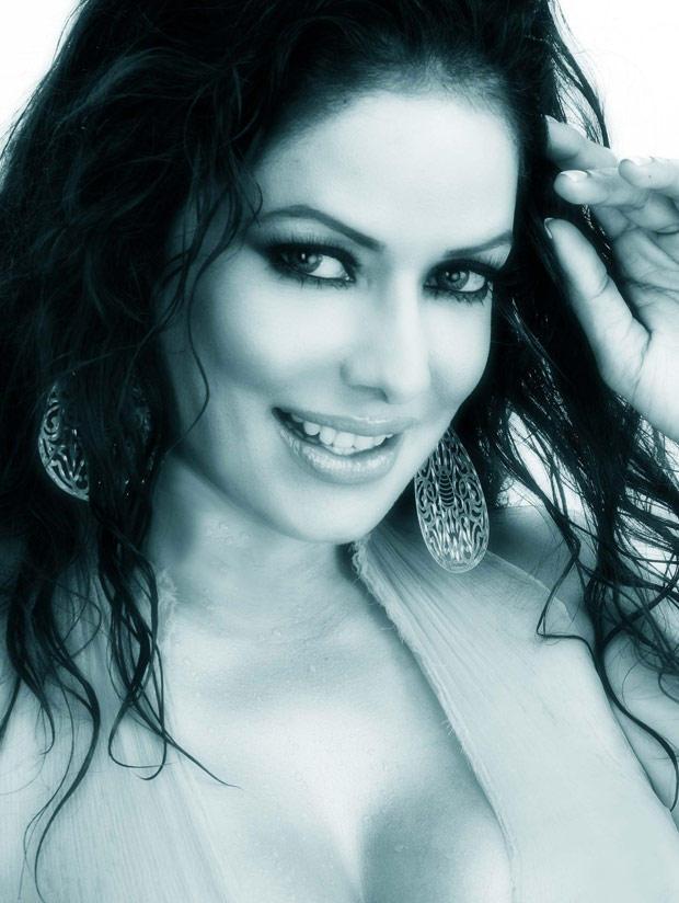 Sizzling Poonam Jhawar Smiling Face Look Pic
