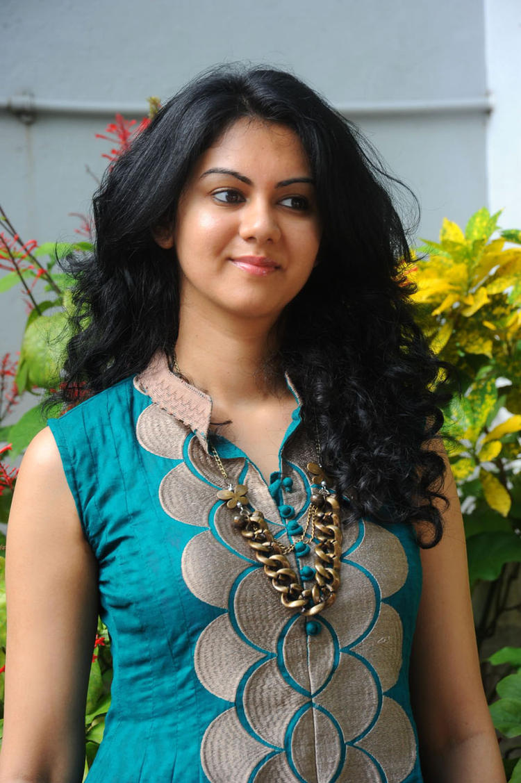 Kamna Jethmalani In Chudidhar At Band Balu Movie Opening
