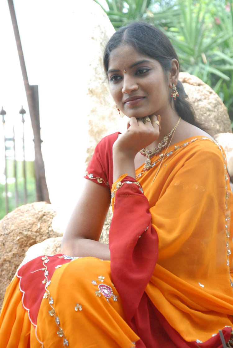 Keerthi Nice Pose Photo Shoot In Saree