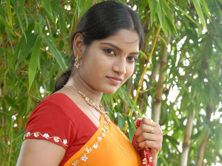 Keerthi Sweet Look Photo Shoot In Saree