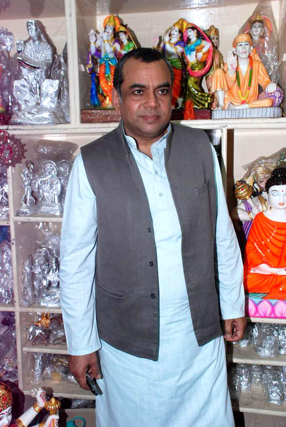 Paresh Rawal Sells Ganesh Idols To Promote Oh My God