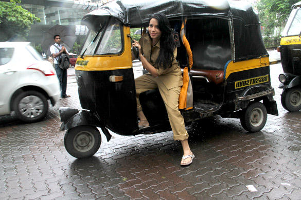 Rozlyn Khan Snapped Driving Auto Rikshaw To Support Biharis in Mumbai