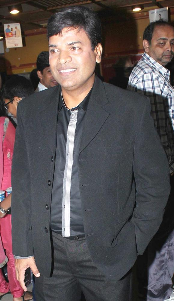 Bharat Jadhav Smiling Pic During No Entry Pudhe Dhokha Aahe Premiere