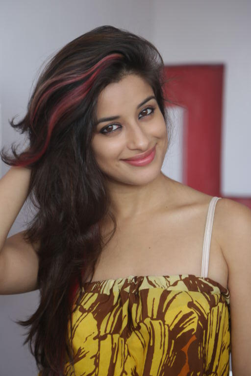 Madhurima Beautiful Smiling Face Look Pic