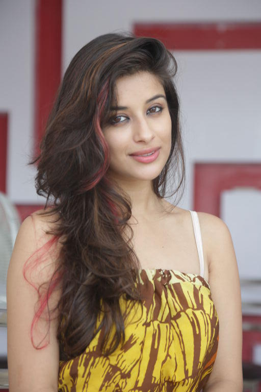 Madhurima New Hair Style Look Photo Shoot