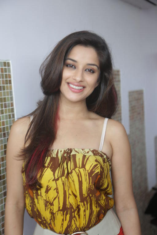 Sizzling Babe Madhurima Sweet Smiling Face Look Photo Shoot