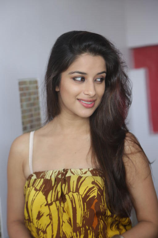 Tamil Hot Diva Madhurima Photo Shoot
