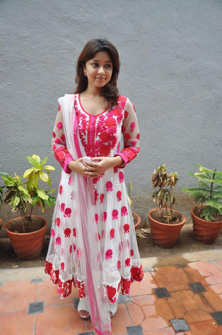 Payal Ghosh Beautiful Still in Therodum Veedhiyile Movie Audio Launch