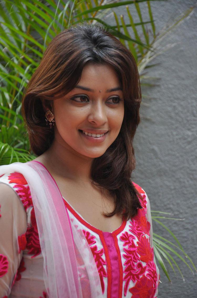 Payal Ghosh at Therodum Veedhiyile Movie Audio Launch