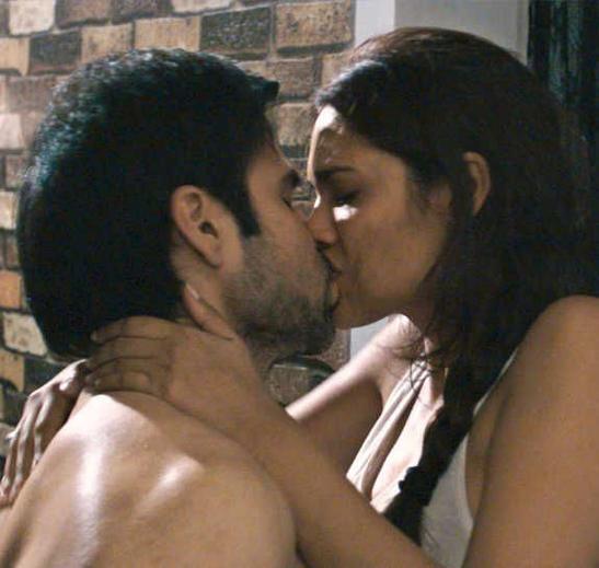 Busty tanushree dutta emraan hashmi hot and sensual love making scene