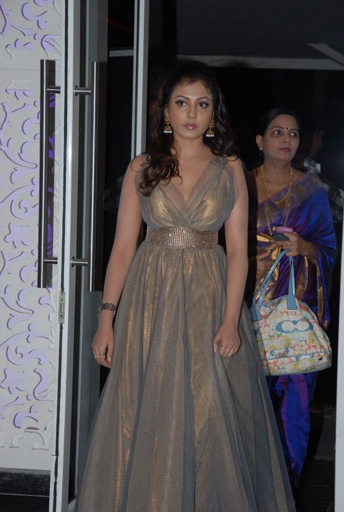 Madhu Shalini Snapped at South Spin Fashion Awards 2012