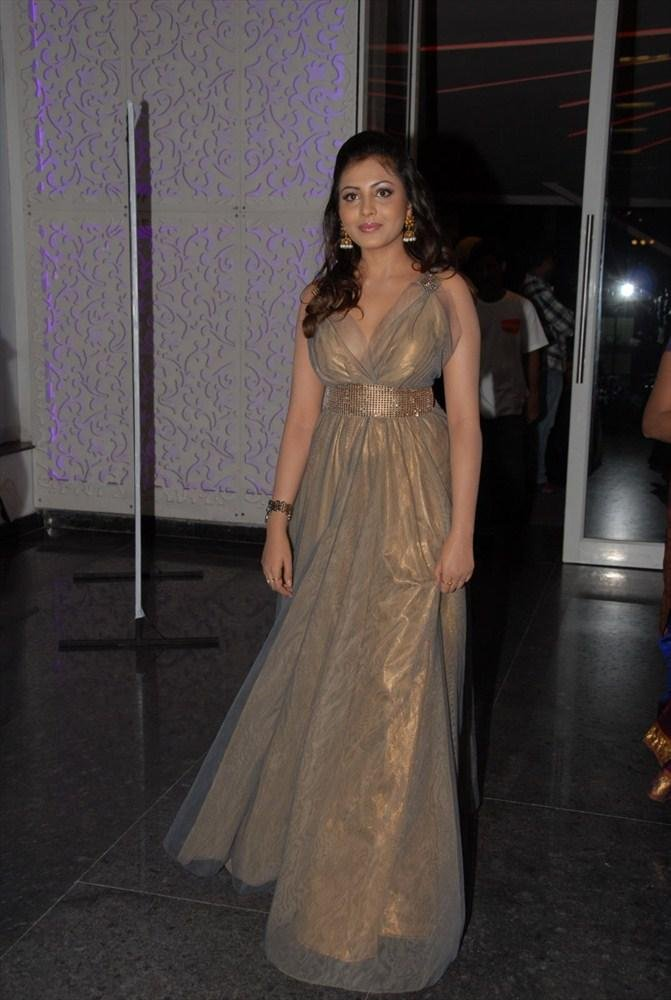 Madhu Shalini Spotted at South Spin Fashion Awards 2012