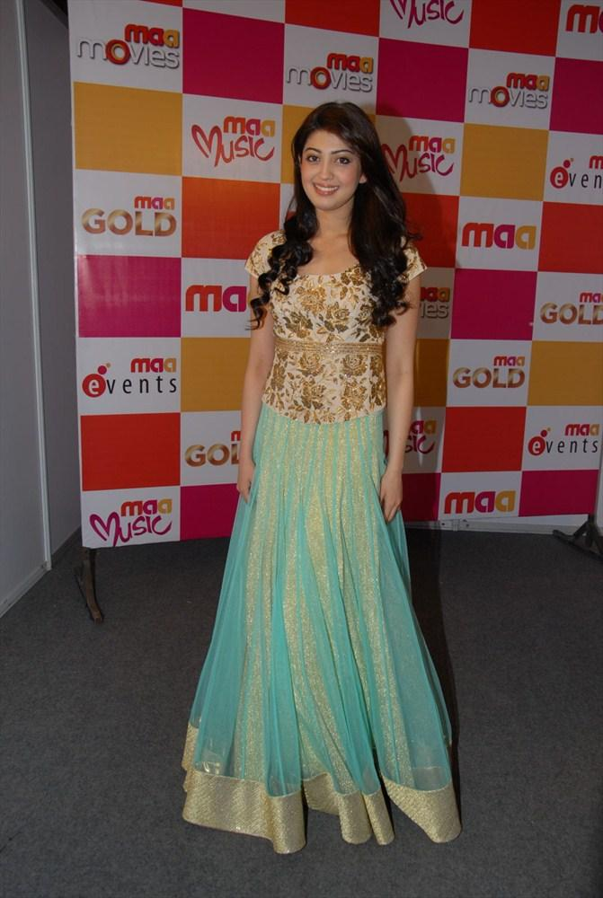 Pranitha Looking Very Cute In This Dress at South Spin Fashion Awards 2012
