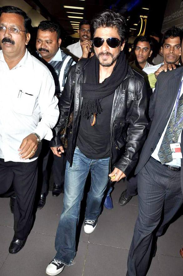 Bollywood Star Shahrukh Snapped at Mumbai International Airport