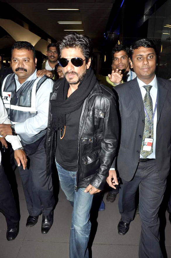 Shahrukh Spotted at International Airport With A New Look