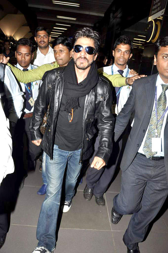 SRK Snapped At International Airport After Returning From London