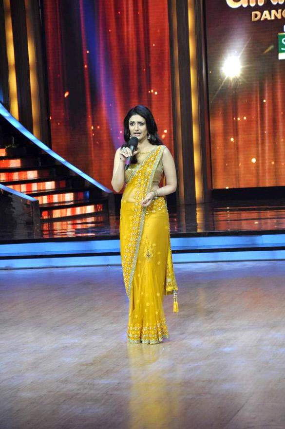 Anchor Ragini Khanna Looking Beautiful In Gorgeous Yellow Saree