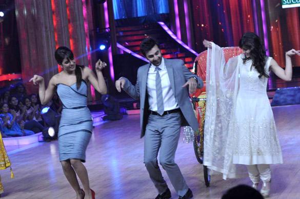 Ileana,Priyanka and Ranbir Promote Barfi On Jhalak Dikhhla Jaa Stage