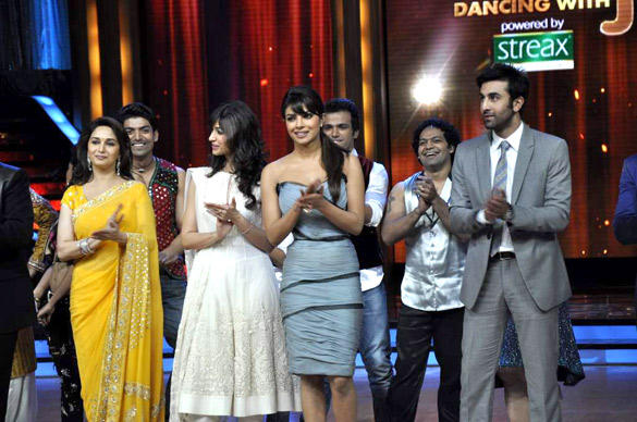 Ileana,Priyanka and Ranbir On The Sets Of Jhalak Dikhhla Jaa For Barfi Promotion