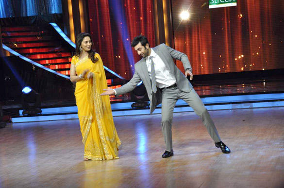 Madhuri and Ranbir At The Promotional Event Of Barfi On Jhalak Dikhhla Jaa Stage