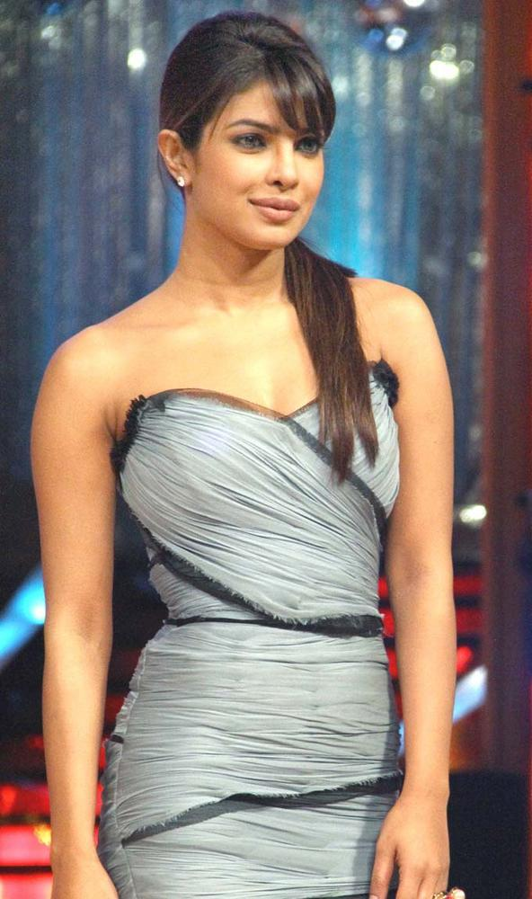 Priyanka In A Dolce and Gabbana Dress For Barfi Promotion at Jhalak Dikhhla Jaa