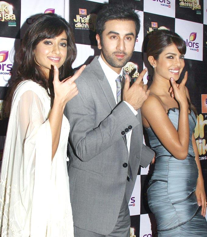 Priyanka,Ranbir and Ileana On The Sets Of Jhalak Dikhhla Jaa For Barfi Promotion