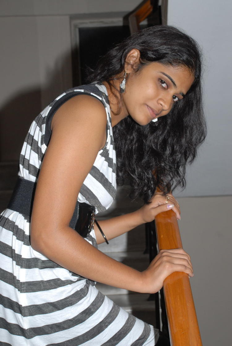Sizzling Samatha Cute Look Photo Shoot