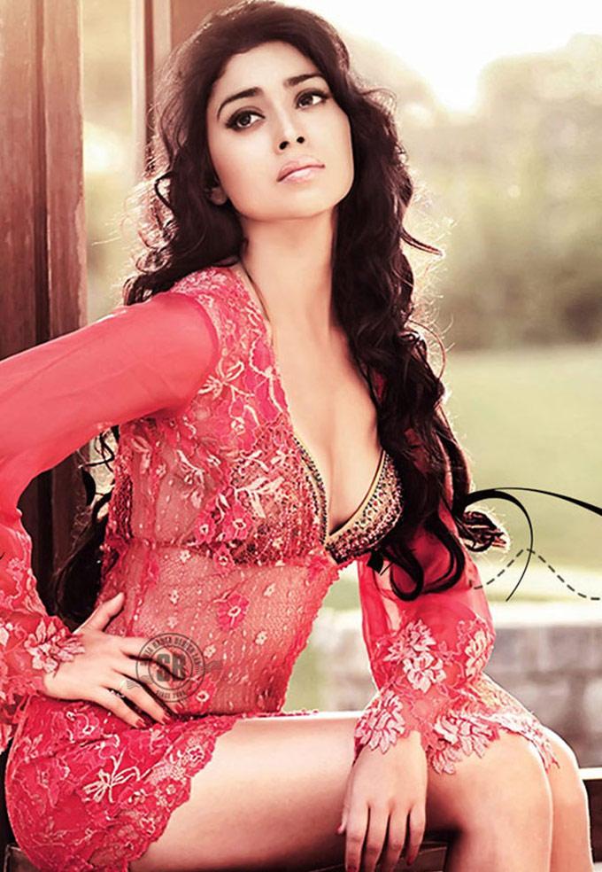 Bikini Babe Shriya Saran Spicy Photo Shoot