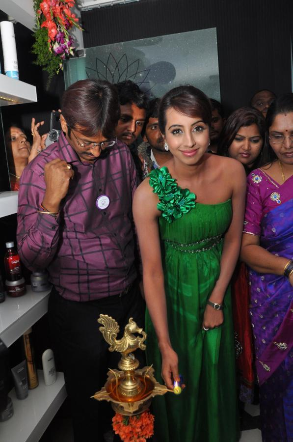 Sanjana Launches Naturals Family Salon and Spa In Hyderabad