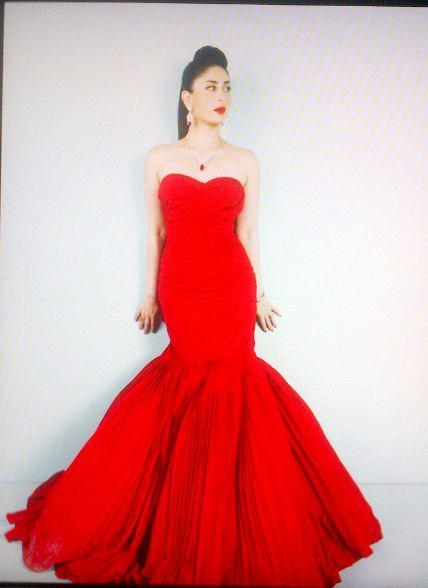 Kareena Kapoor Red Gown Sizzling Pic For Gitanjali Ad
