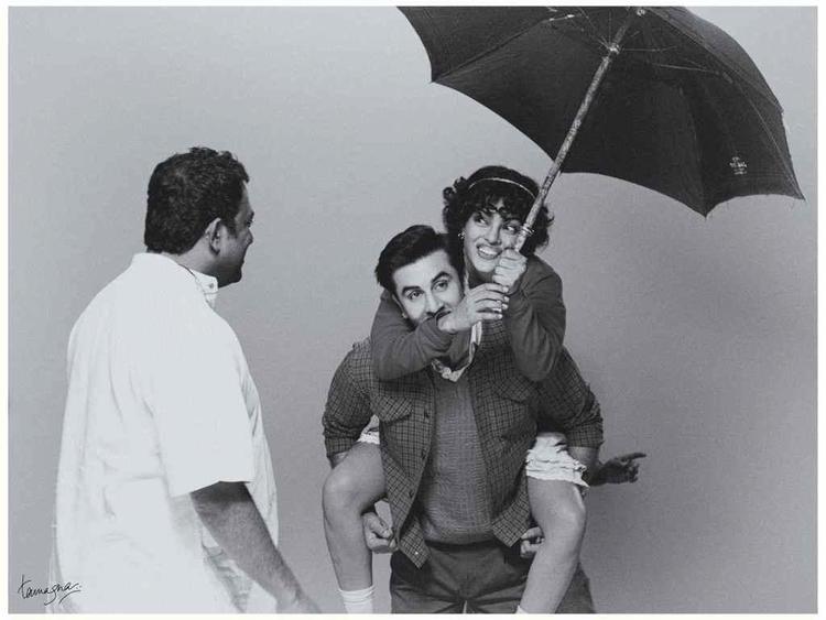 Ranbir Kapoor and Priyanka Latest Cute Still On The Sets Of Barfi