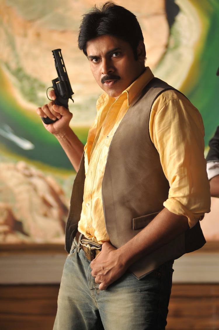 Pawan Kalyan With Gun In Cameraman Gangatho Rambabu Movie