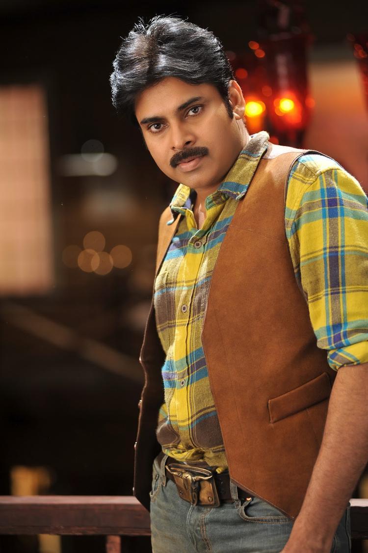 Pawan Kalyan Nice Look In Cameraman Gangatho Rambabu Movie