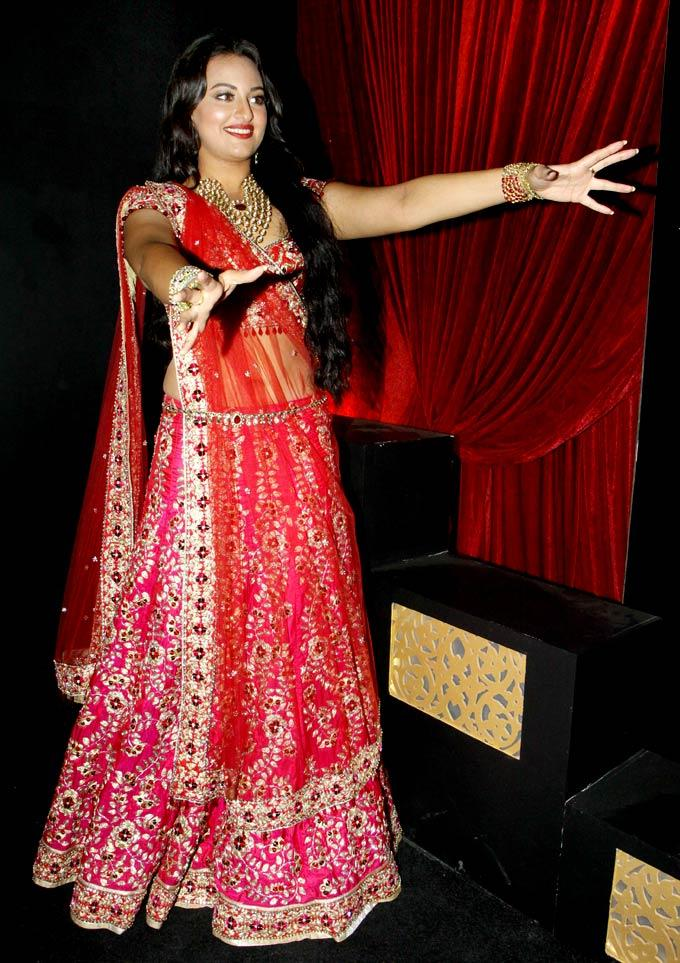 Sonakshi Beautiful Bridal Look Pic During Aamby Valley Bridal Fashion Week 2012