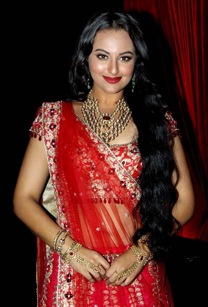 Sonakshi Looks Radiant in Bridal Wear By Jyotsana Tiwari at Aamby Valley Bridal Fashion Week 2012 Day 2 Event