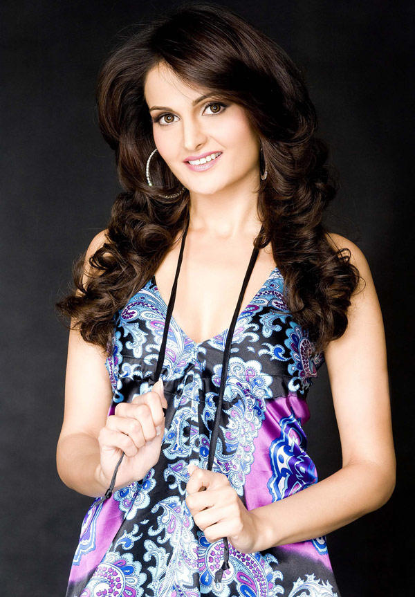 Bigg Boss Season 2 Hot Contestant Monica Bedi Pic