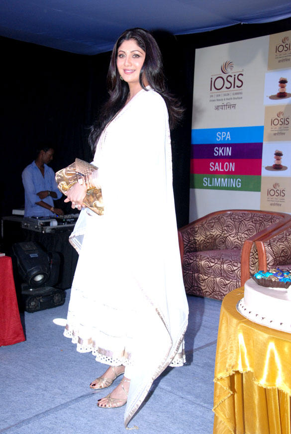 Shilpa Shetty Launches IOSIS Beauty Spa at Lucknow