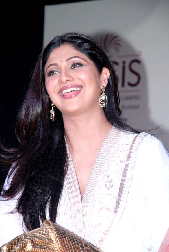 Shilpa Shetty Looking Good at Launch of IOSIS Spa Lucknow Branch