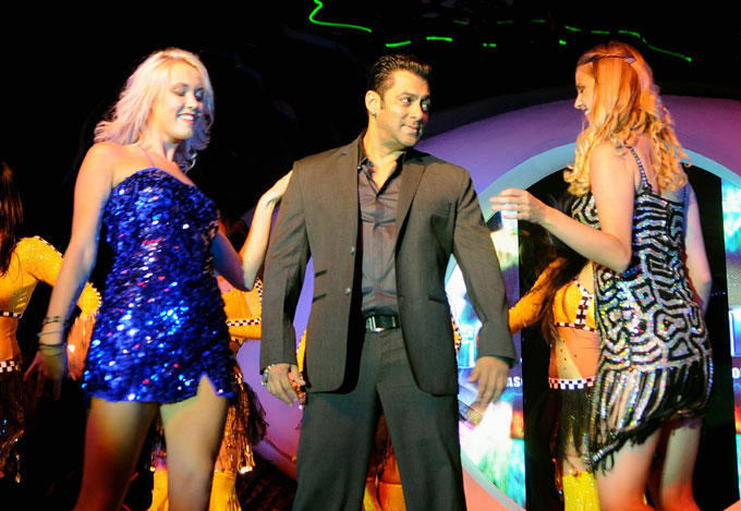 Salman Khan Performs With Hot Babes at Bigg Boss Season 6 Launch Event