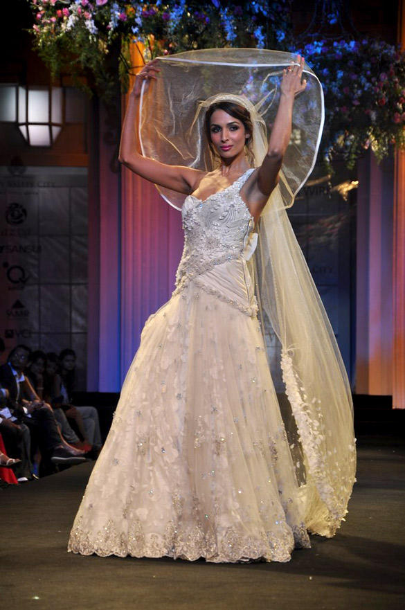 Malaika Walks The Ramp at AVIBFW 2012 For Designer Mandira Wirk