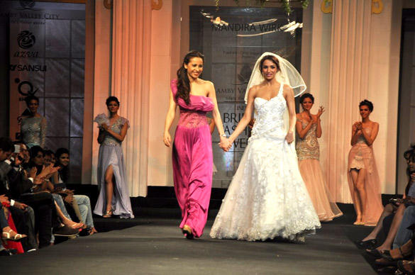 Malaika Walks The Ramp With Mandira Wirk at AVIBFW 2012