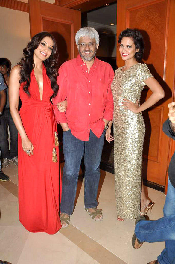 Esha,Bipasha and Vikram Spotted At The Success Bash Of Raaz 3