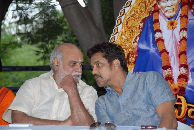 Nagarjuna and K Raghavendra During Shirdi Sai Movie Success Meet