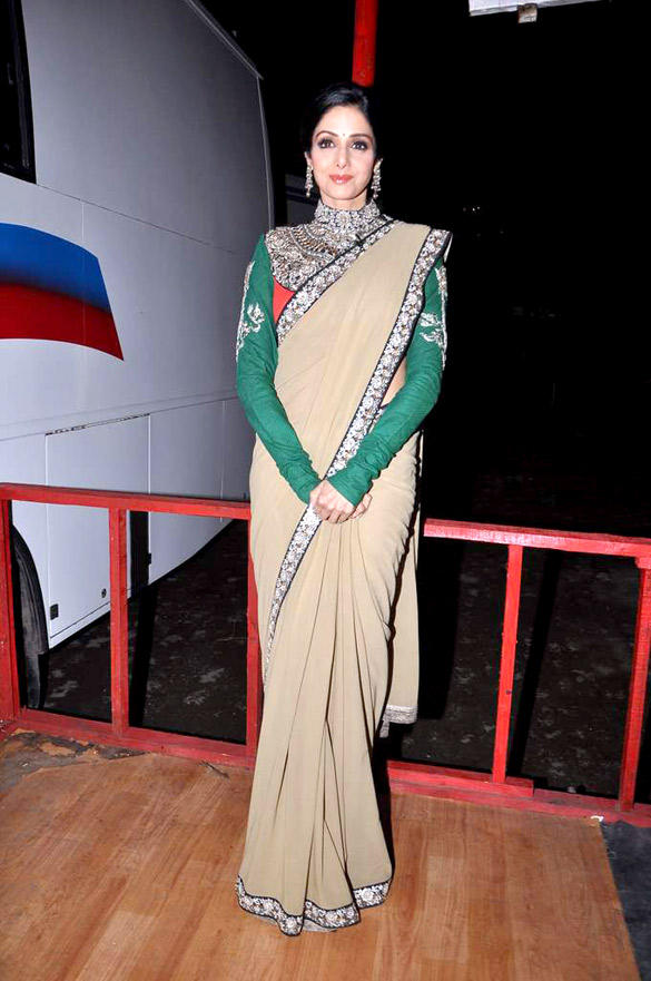 Sridevi In Saree Beauty Still at KBC 6 For English Vinglish Promotion