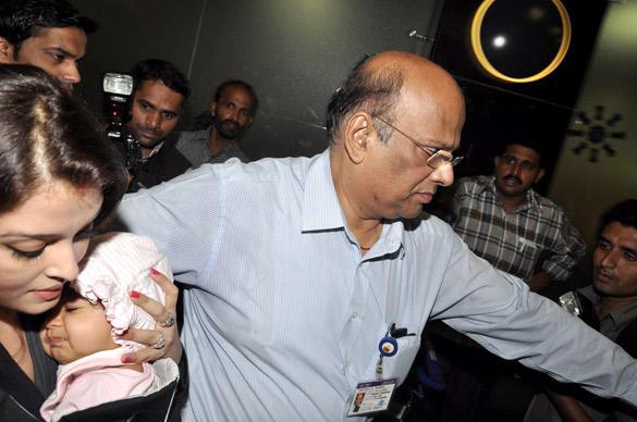Ashwarya Rai's Daughter Aaradhya First Exclusive Photo at Airport