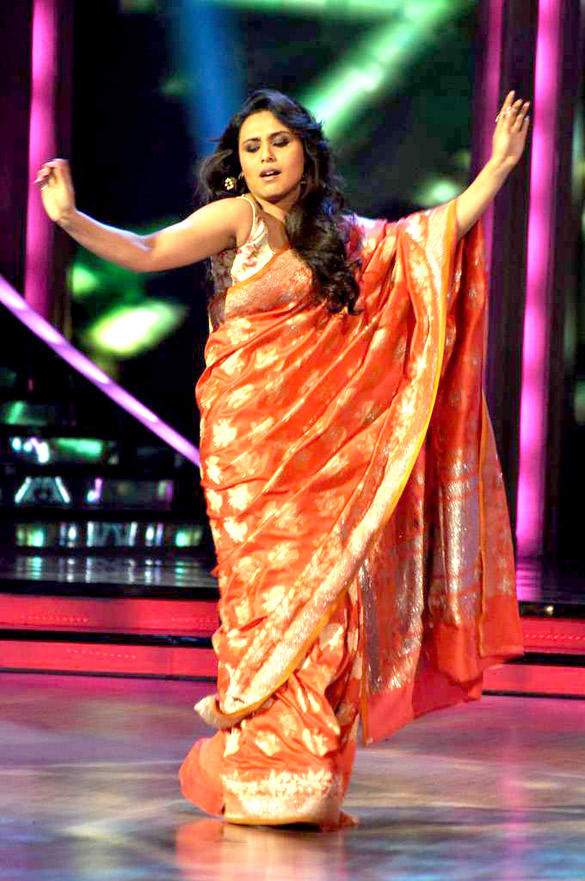 Rani Mukherjee Sexy Dance Still For Aiyyaa Promotion at Jhalka Dikhlaa Jaa Show